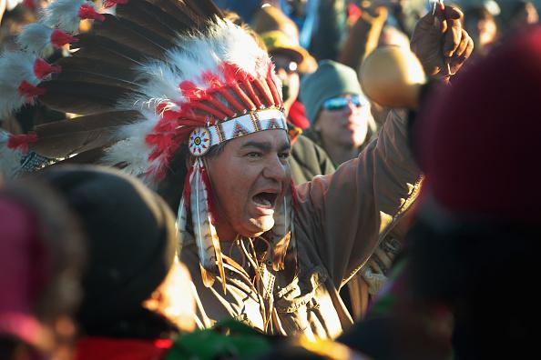 La Tribu Sioux y ambientalistas reclamando por la construcción del oleoducto Dakota Access en 2016(Foto: Scott Olson/Getty Images)