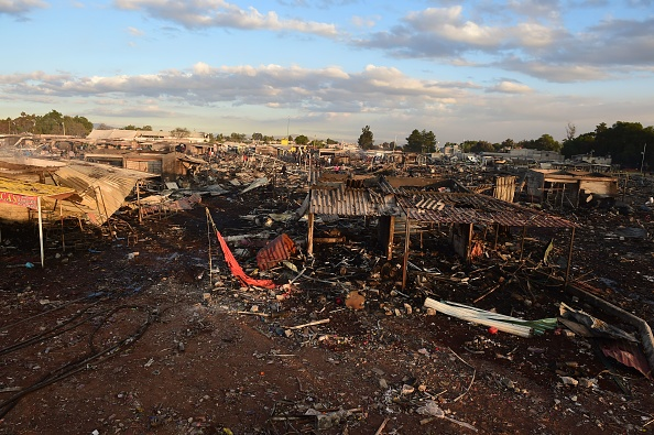 Así quedaron los puestos de pirotecnia tras el incendio. (Foto: RONALDO SCHEMIDT/AFP/Getty Images)