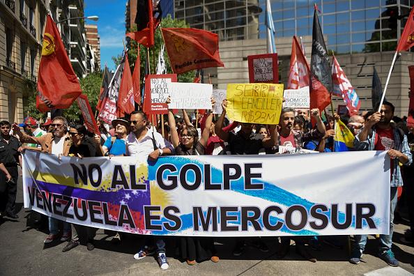 Protesta en Argentina por suspensión de Venezuela en el Mercosur Foto:  EITAN ABRAMOVICH/AFP/Getty Images