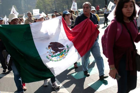 Los bloqueos y manifestaciones en contra del 'gasolinazo' continúan en varias partes de la República. (Foto: PEDRO PARDO/AFP/Getty Images)