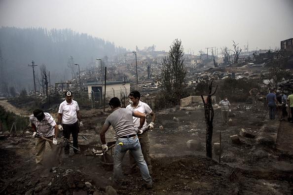Los incendios forestales en Chile llevan consumidos más de 340 mil hectáreas. (Foto: MARTIN BERNETTI/AFP/Getty Images)