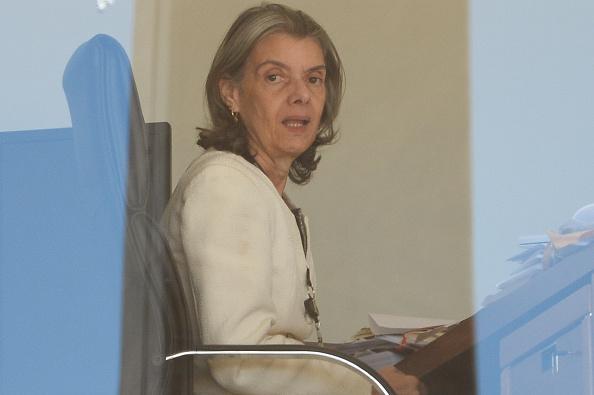 La presidenta del Tribunal Supremo de Justicia de Brasil, Cármen Lúcia Antunes Rocha, aprobó acuerdos judiciales para 77 directivos de una empresa de construcción involucrados en el mismo. (Foto: ANDRESSA ANHOLETE/AFP/Getty Images)
