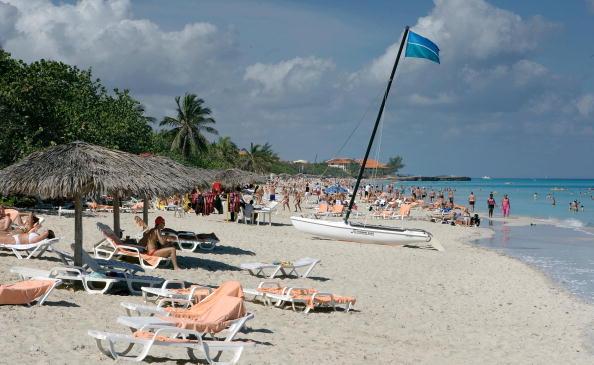 La isla recibió este año cuatro millones de turistas extranjeros, lo que representa un aumento del 6 % con respecto a los 3,7 millones previstos para este año. (Foto: ADALBERTO ROQUE/AFP/Getty Images)