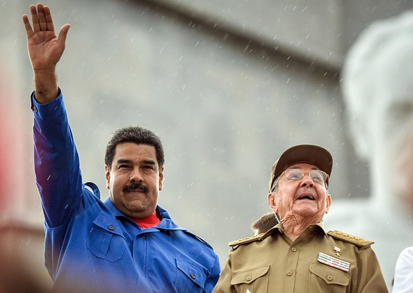 """El presidente electo de Estados Unidos Donald Trump prometió """"mano dura"""" contra la corrupción y represión en los regímenes socialistas comunistas de  Cuba y Venezuela durante su mandato (Photo credit should read ADALBERTO ROQUE/AFP/Getty Images)"""