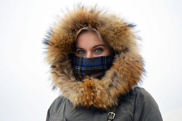 nariz cubierta en invierno