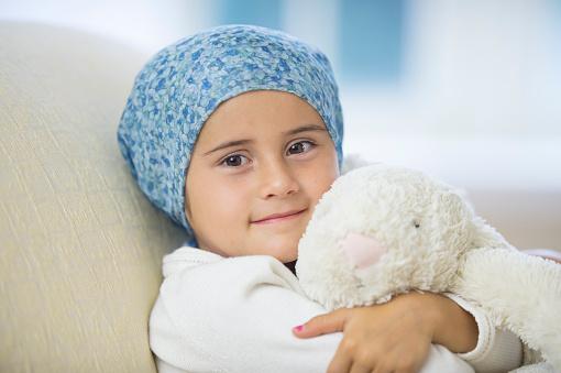 La leucemia es el tipo de cáncer que más se presenta en los niños. (FatCamera)