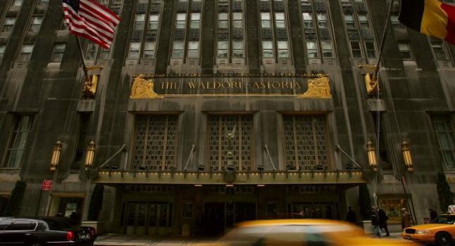 El vestíbulo interior del Waldorf Astoria en Nueva York el 06 de octubre de 2014. El hotel está siendo vendido a Anbang Insurance de China, que no ha escatimado investigaciones al gobierno por los potenciales riesgos de seguridad. (Spencer Platt / Getty Images)