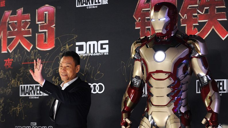 Imagen del 6 de abril de 2013 con el actor chino Wang Xueqi durante un evento promocional para la película de Hollywood ''Iron Man 3'' en Beijing.      (Foto: WANG ZHAO/AFP/Getty  Images)