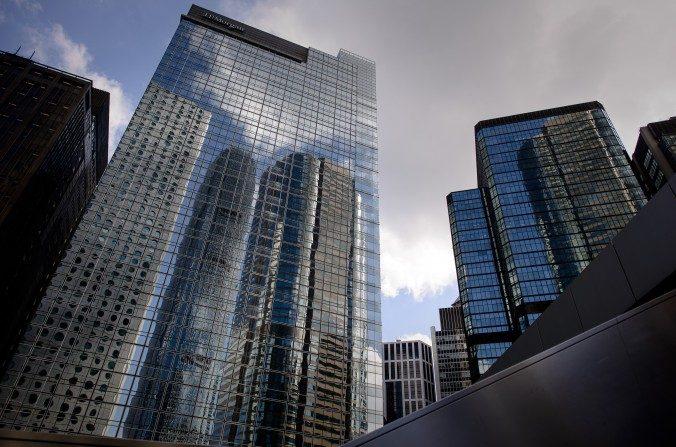 La sede del banco de inversión JPMorgan en Chater House en Hong Kong. (Philippe López / AFP / Getty Images)