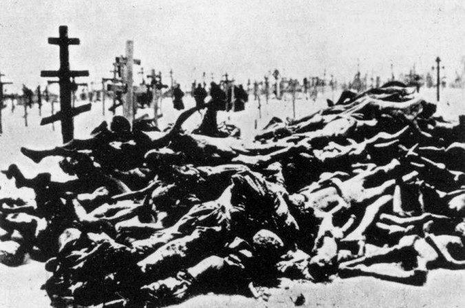 Víctimas de la hambruna en Buzuluk, región del Volga, cerca a Saratov en 1921 - 1922. (Dominio Público)