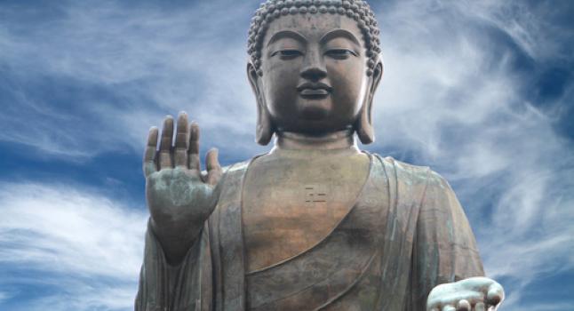 Estatua de Buda en la isla de Lantau, en Hong Kong. Buda enseñó que la verdadera compasión es dejar ir el ego y poner a otros primero. Ahora una nueva investigación muestra que el amor desinteresado, el deseo profundo y genuino para la felicidad de los demás en realidad apaga centros de de recompensa del cerebro. * (Shutterstock.com)