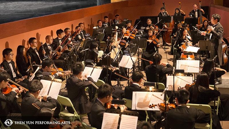 La Orquesta Shen Yun deleitará al público con sus piezas musicales que fusionan la música clásica occidental con instrumentos tradicionales chinos como la pipa y el erhu. Crédito: Shen Yun Performing Arts