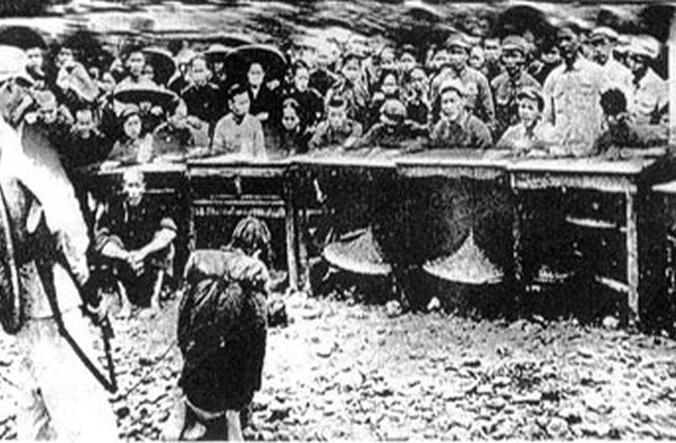 En las 'Cortes populares' se alentaba a los campesinos a acusar a los propietarios de la tierra; a veces la consecuencia era ejecuciones inmediatas. (Dominio Publico)
