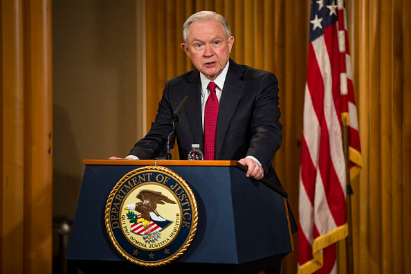 El fiscal general estadounidense Jeff Sessions en el Departamento de Justicia el 28 de febrero de 2017 en Washington DC. (Zach Gibson / Getty Images)
