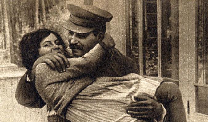Joseph Stalin y su hija Svetlana. (Dominio Público)