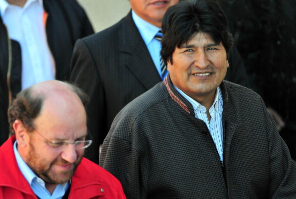 Morales, de 57 años, fue operado de la nariz en febrero de 2009. Además fue intervenido quirúrgicamente en las dos rodillas por lesiones al jugar fútbol. (Foto: ARIEL MARINKOVIC/AFP/Getty Images)