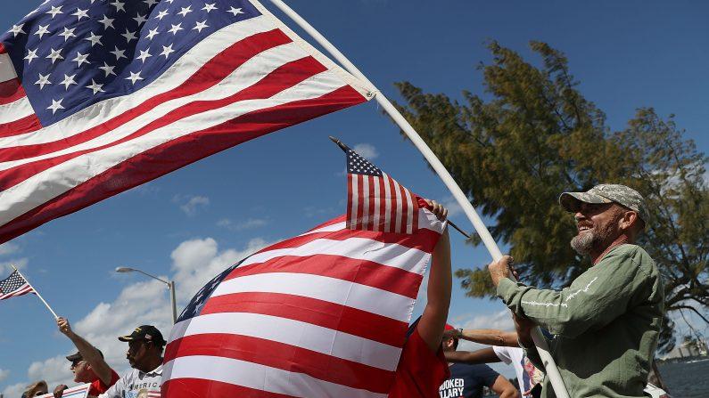 Marchas en apoyo al presidente Donald Trump el 4 de marzo en West Palm Beach, Florida. (Foto: Joe Raedle / Getty Images)
