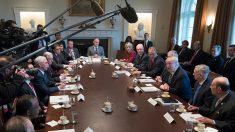 Trump destaca logros en primera reunión de gabinete