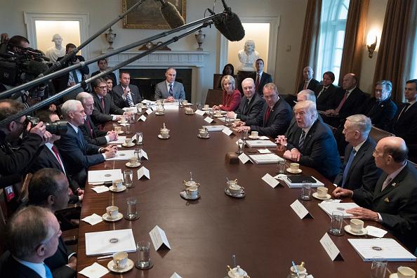 El presidente Donald Trump durante la primera reunión de su gabinete en la Casa Blanca. (Foto: Michael Reynolds-Pool/Getty Images)