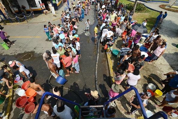 PPK pidió a la población que mantenga la calma porque la emergencia va a pasar. (Foto: CRIS BOURONCLE/AFP/Getty Images)