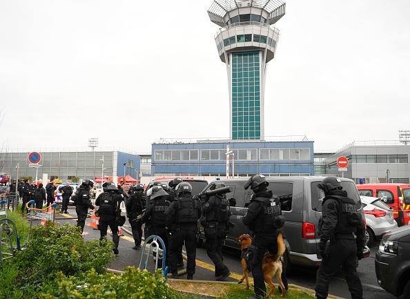 3.000 personas han sido evacuadas y se ha cerrado el tráfico aéreo. (Foto: CHRISTOPHE SIMON/AFP/Getty Images)