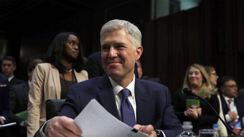 El juez Neil Gorsuch durante primer día de la audiencia de confirmación al Tribunal Supremo. Comité Judicial del Senado. Washington, DC, el 20 de marzo de, 2017. (Foto por Justin Sullivan / Getty Images)