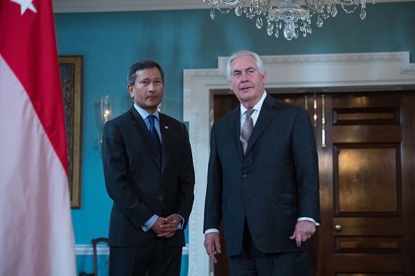 El secretario de Estado, Rex Tillerson, recibe a su homólogo afgano, Salahuddin Rabbani, en el Departamento de Estado. (Foto: NICHOLAS KAMM/AFP/Getty Images)