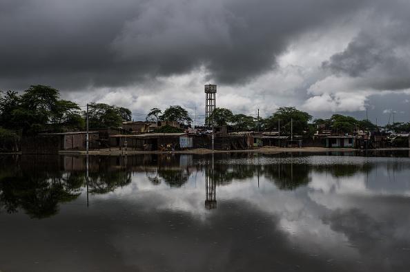 Según datos del Centro de Operaciones de Emergencia Nacional, las lluvias, avalanchas y desbordes de los ríos han matado a 90 personas, arrasado más de 10.000 hectáreas de cultivos y dejado casi inservibles unas 145.000 casas y al 5% de las vías nacionales. (Foto: ERNESTO BENAVIDES/AFP/Getty Images)