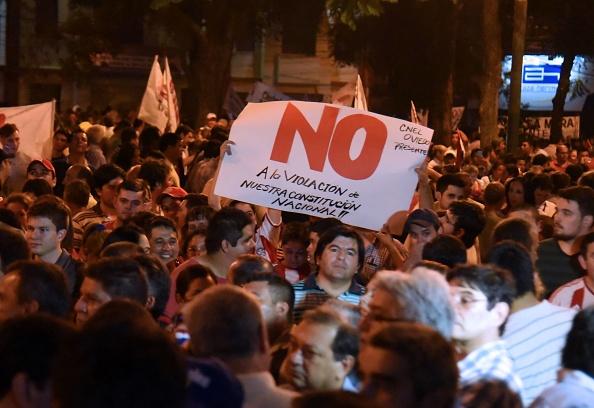 Hasta el momento la policía no reporta muertos ni heridos. La protesta se llevó a cabo frente al Congreso y criticaba la enmienda. (Foto: NORBERTO DUARTE/AFP/Getty Images)