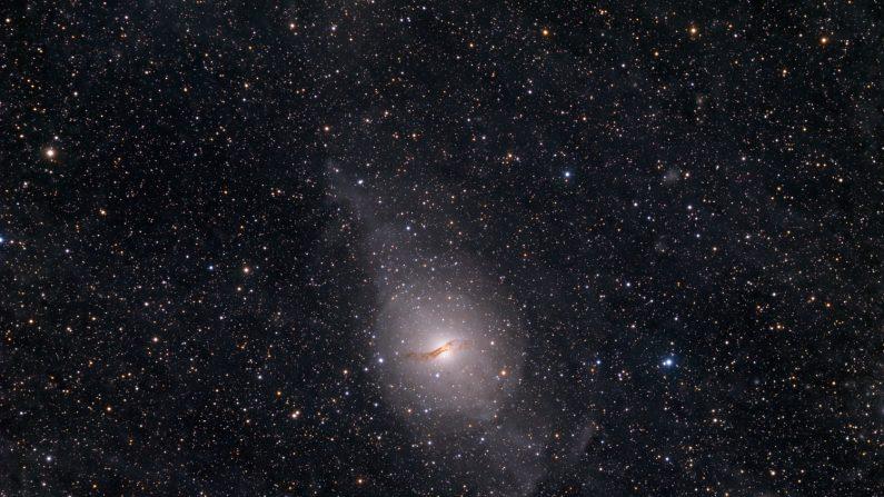 Galaxia Centauro A, la más próxima al planeta Tierra, en la imagen astronómica NASA de este jueves. (Image Credit & Copyright: Fabian Neyer, en: apod.nasa.gov)