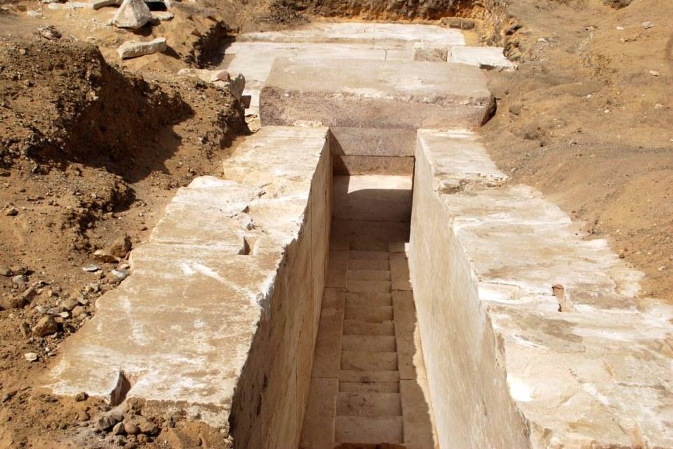Descubren restos de una antigua pirámide en Egipto