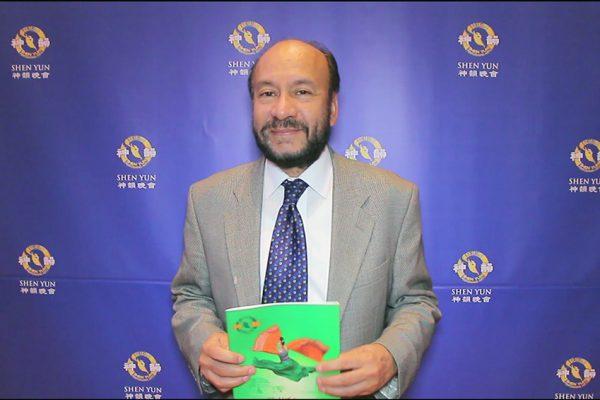 Senador Rangel Suárez elogia el mensaje de Shen Yun luego de ver el show en Bogotá