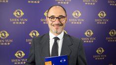 Director de orquesta y coros queda fascinado con Shen Yun