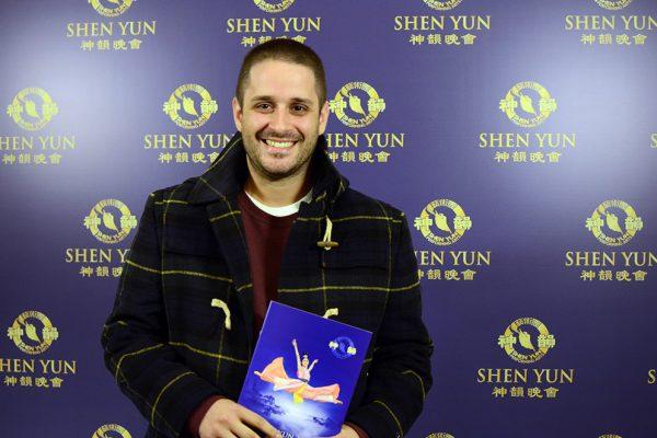 """""""Todo es espectacular"""" en Shen Yun, dice productor teatral de la ciudad de Buenos Aires"""