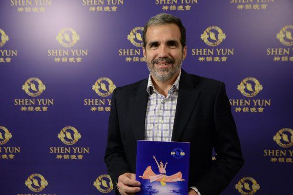 """""""Shen Yun sorprende todo el tiempo"""", destaca ex juez argentino luego de verlo por quinta vez"""