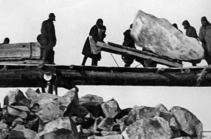 Trabajo de prisioneros construyendo el Canal Mar Blanco–Mar Báltico de 1931 a 1933 (Dominio Público)