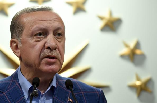 Erdogan, de 63 años, llegó al poder en 2003 como primer ministro, cargo que ocupó hasta 2014, cuando se convirtió en el primer presidente turco elegido de forma directa. (Foto: BULENT KILIC/AFP/Getty Images)