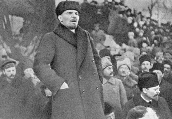 El líder bolchevique Vladimir Lenin habla en una manifestación en marzo de 1917. (Goldshtein G./Dominio Público)