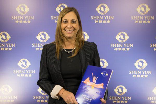 Directora de recursos humanos del Teatro Colón conmovida en la presentación de Shen Yun en Buenos Aires