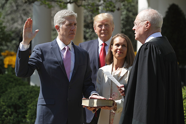 Neil Gorsuch juramentando. Foto: Chip Somodevilla/Getty Images)