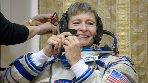 Peggy Annette Whitson nació en Iowa en 1960. Se inició como astronauta de la NASA en 1996, luego de trabajar como investigadora bioquímica en esa institución. Foto: Bill Ingalls/NASA.