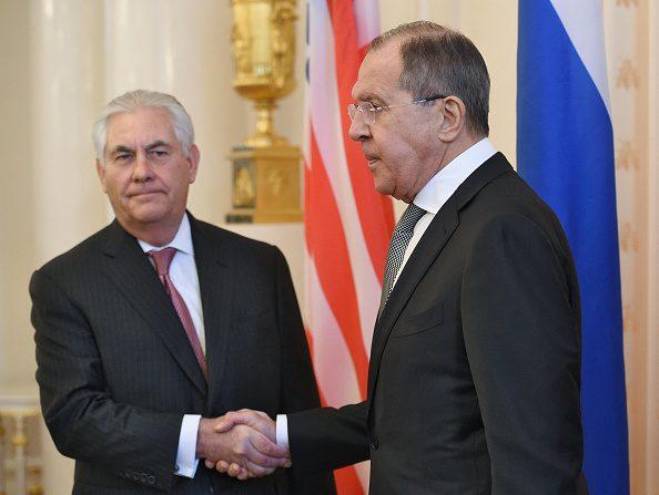 El Secretario de Estado,  Rex Tillerson (Izq.)  y el Ministro de Relaciones Exteriores de Rusia, Serguéi Lavrov, en Moscú, el 12 de abril de 2017. (Foto: Dmitry Korotayev/Kommersant via Getty Images.)