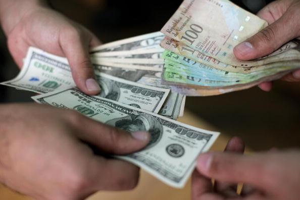La economía venezolana galopa sin control