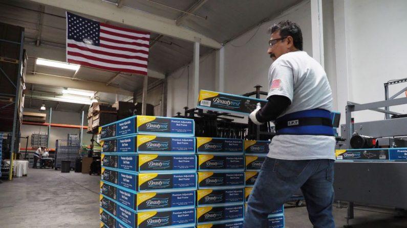 Algunos economistas afirman que la economía estadounidense se encuentra cerca del pleno empleo. (ROBYN BECK/AFP/Getty Images)