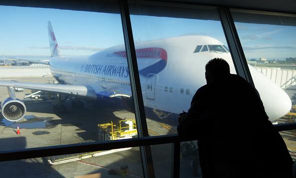 Foto de archivo de un avión de British Airways en el aeropuerto de Heathrow en Londres, donde una falla del sistema informático de la aerolínea provocó la suspensión de una cantidad de vuelos.  (Foto: WILLIAM EDWARDS/AFP/Getty Images)