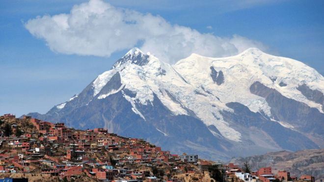 El pico nevado del Illimani visto desde La Paz, Bolivia. (Getty Images)
