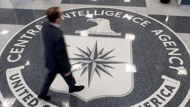 El logo de la CIA en el piso de la sede central en Langley, Virginia. (SAUL LOEB/AFP/Getty Images)