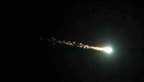 Un bólido o bola de fuego se caracteriza por una luz especialmente brillante. (Paola Castillo/Wikimedia Commons).
