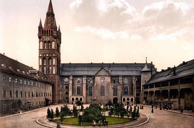 El jardín e iglesia del Castillo de Königsberg y el tribunal criminal. (Biblioteca del Congreso)