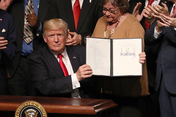 Trump luego de firmar las nuevas políticas hacia Cuba en Miami el 16 de junio de 2017. Foto: Joe Raedle/Getty Images.